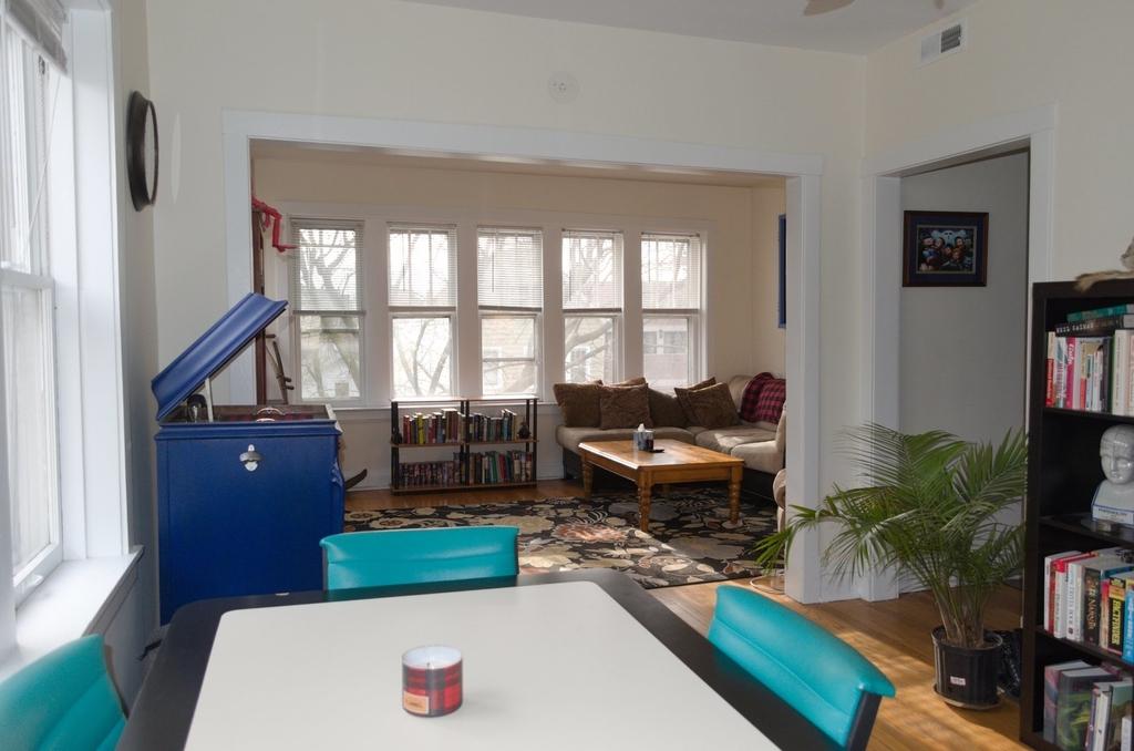 2653 North Marshfield Avenue - Photo 2