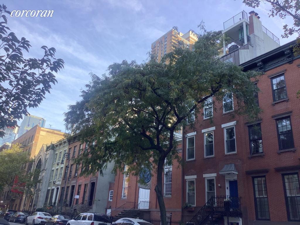 403 West 44th Street - Photo 14