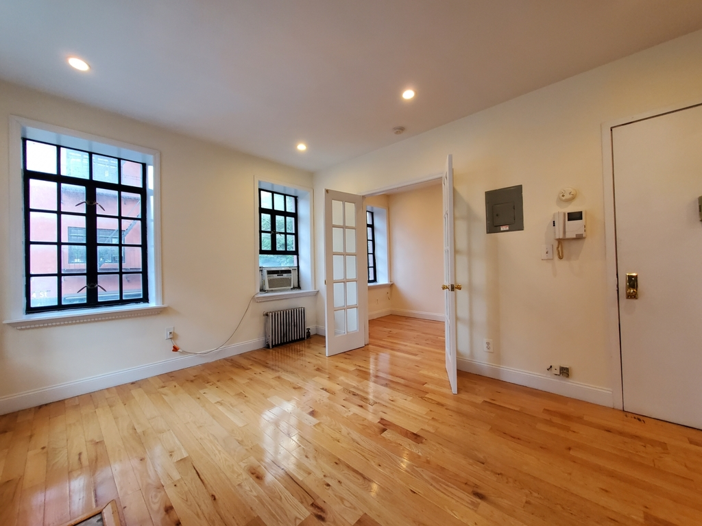 233 West 4th Street - Photo 2