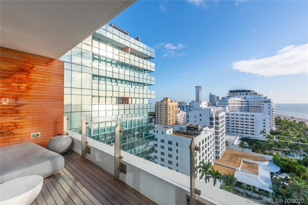 2901 Collins Ave - Photo 15
