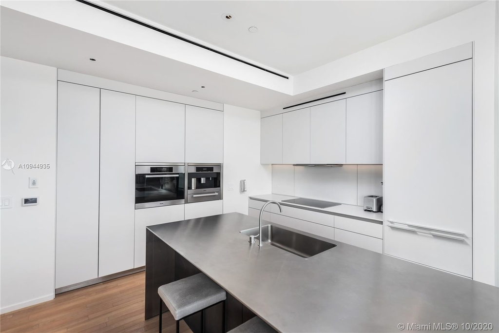 2901 Collins Ave - Photo 19