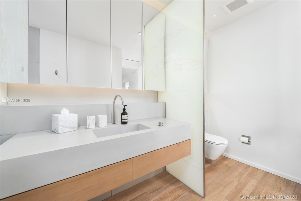 2901 Collins Ave - Photo 13