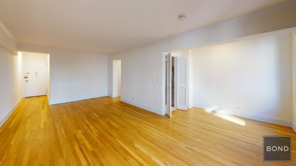 305 West 13th Street - Photo 1