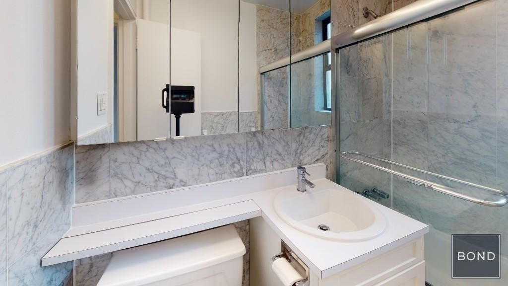 305 West 13th Street - Photo 4