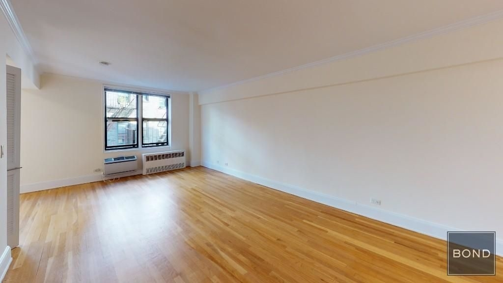305 West 13th Street - Photo 0