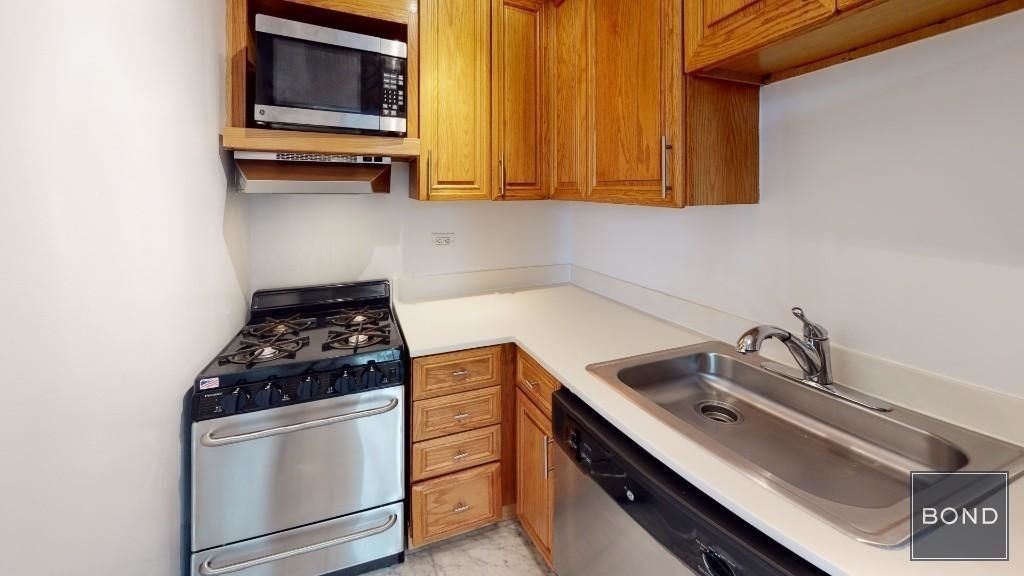 305 West 13th Street - Photo 2