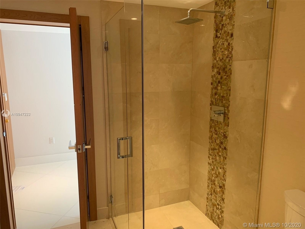 5255 Collins Ave - Photo 14