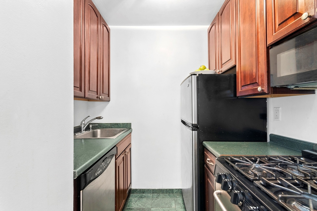 225 East 57th Street - Photo 6
