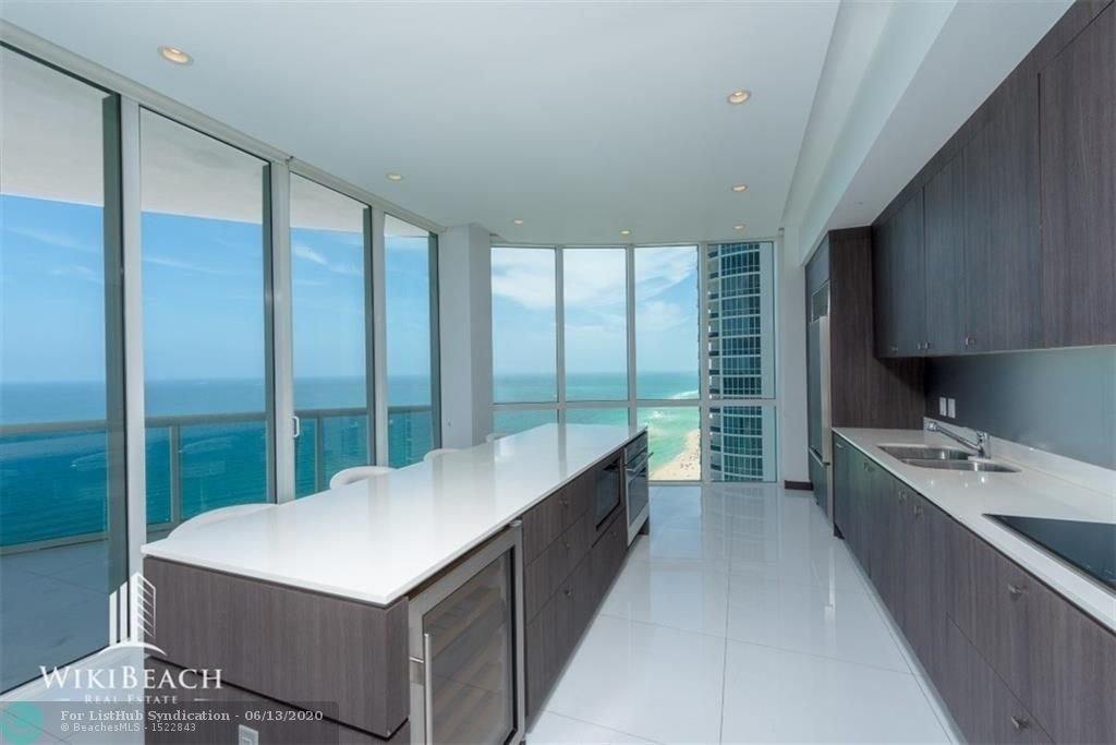15901 Collins Ave - Photo 3