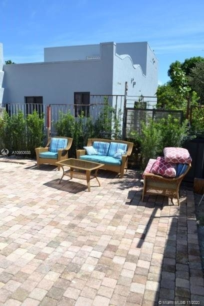 1168 Nw 32nd St - Photo 4