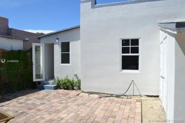 1168 Nw 32nd St - Photo 2