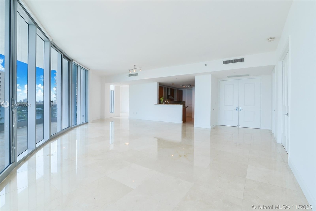 5959 Collins Ave - Photo 3