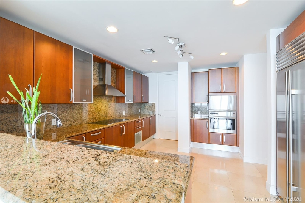 5959 Collins Ave - Photo 4