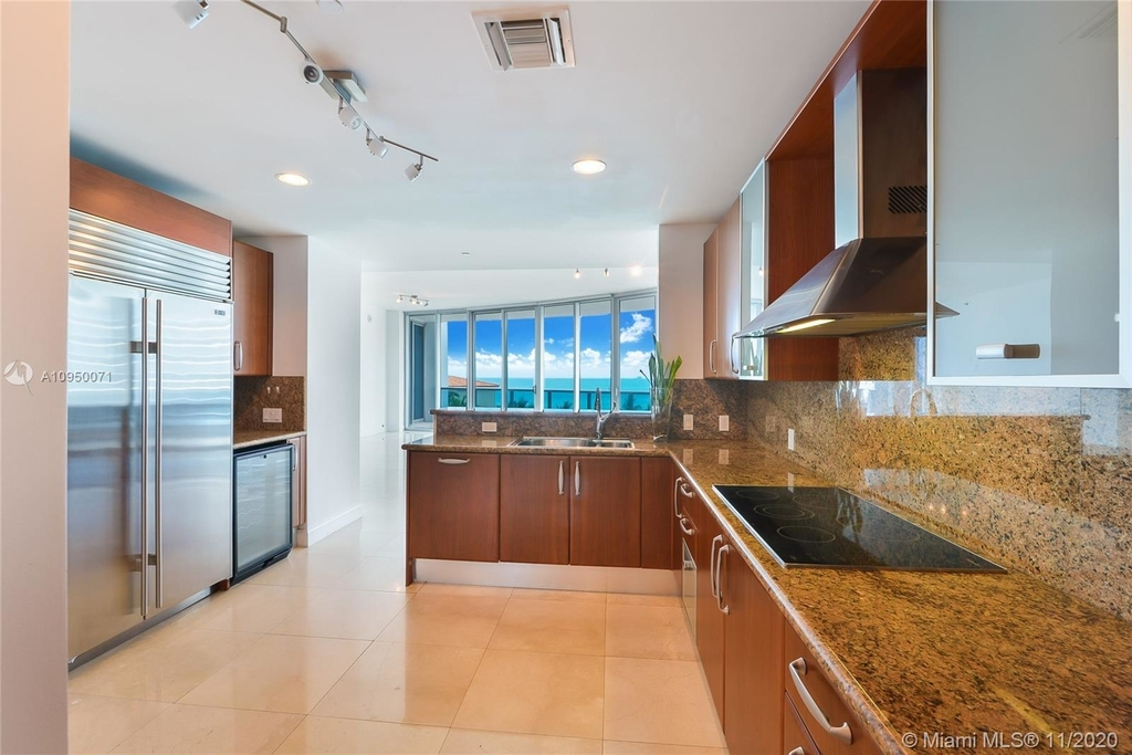 5959 Collins Ave - Photo 5