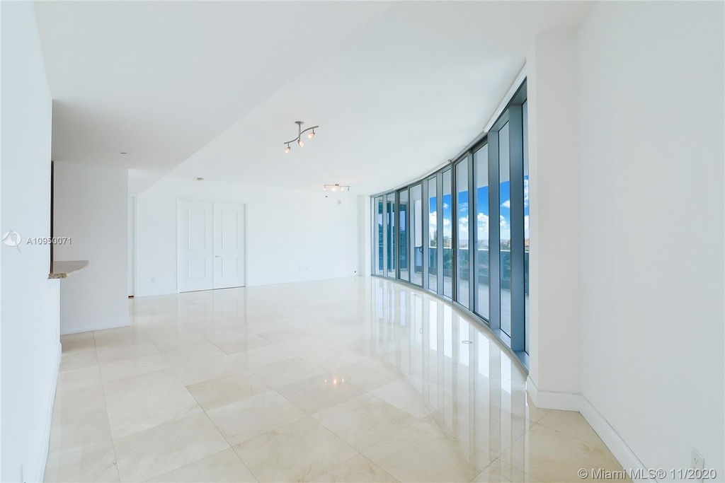 5959 Collins Ave - Photo 1
