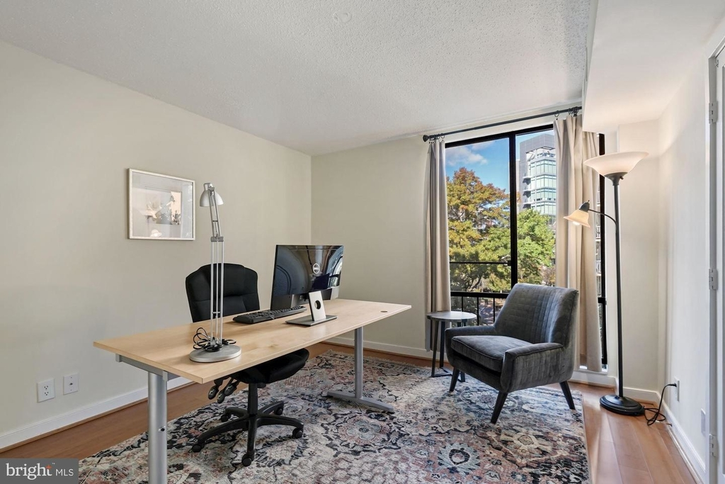 1099 22nd St Nw #401 - Photo 7