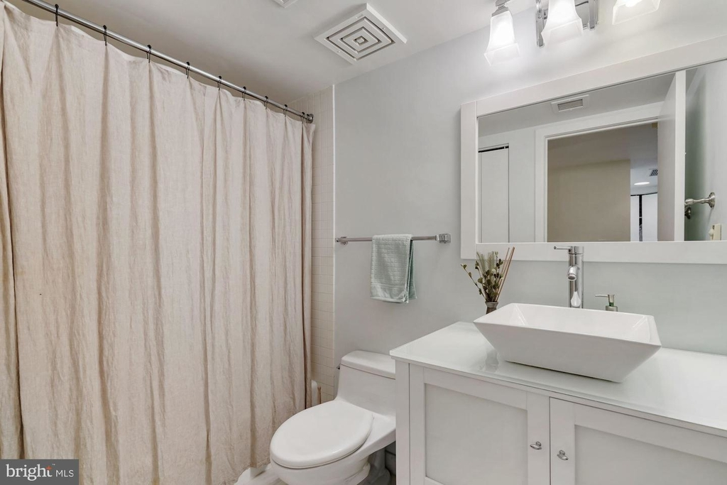 1099 22nd St Nw #401 - Photo 15