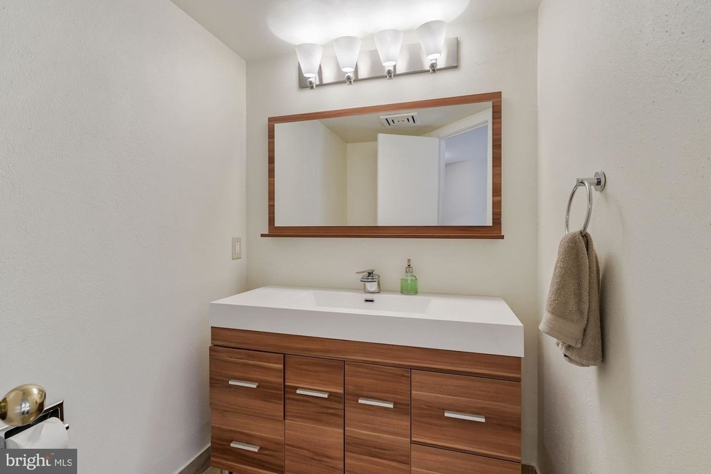 1099 22nd St Nw #401 - Photo 9