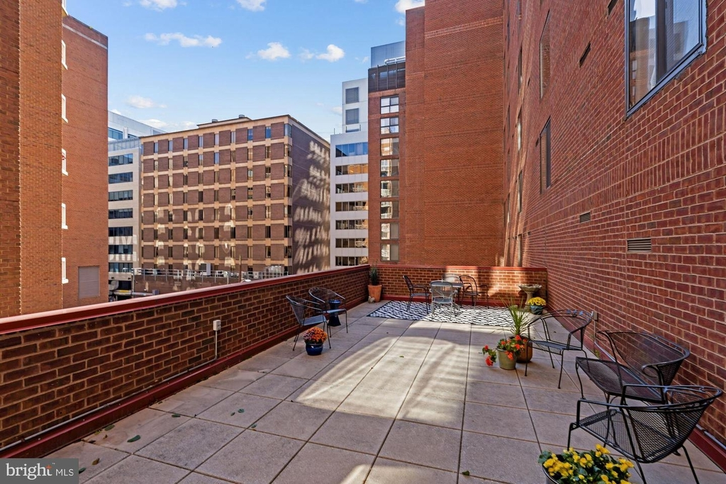 1099 22nd St Nw #401 - Photo 6