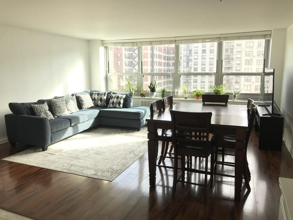 1255 North Sandburg Terrace - Photo 2