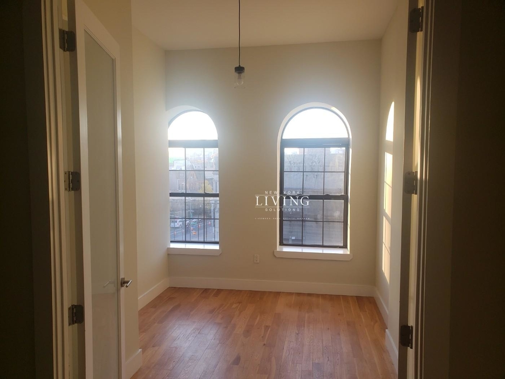 No brokers fee + Free Rent*Sunset Views, Very high Ceilings, Oversized windows, Laundry in the building, Roof deck, True 3 bedroom And 1.5 bath - Photo 1
