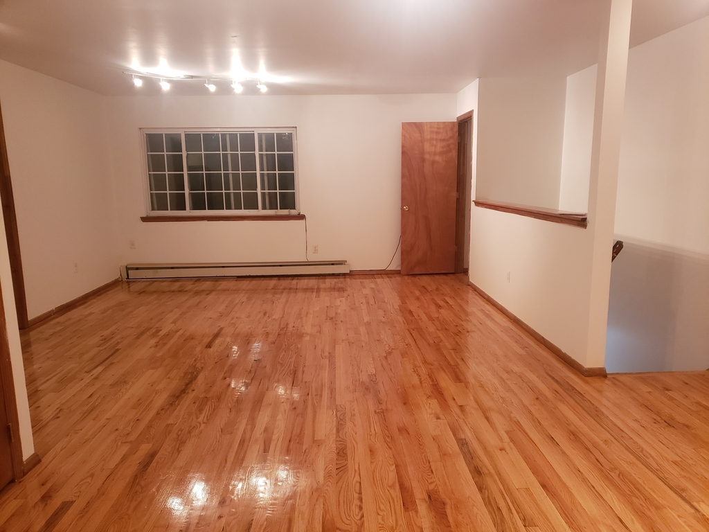 Private house w/ Massive common area, Large M. bedroom with personal bath, No brokers fee - Photo 1