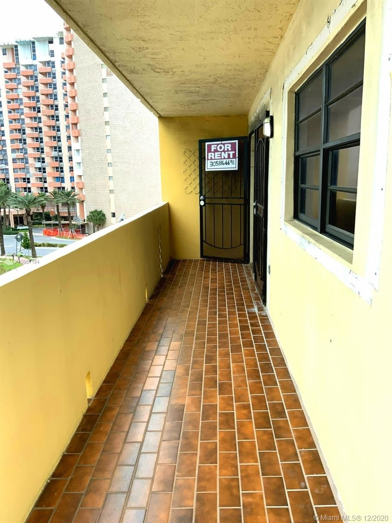 2924 Collins Ave - Photo 17