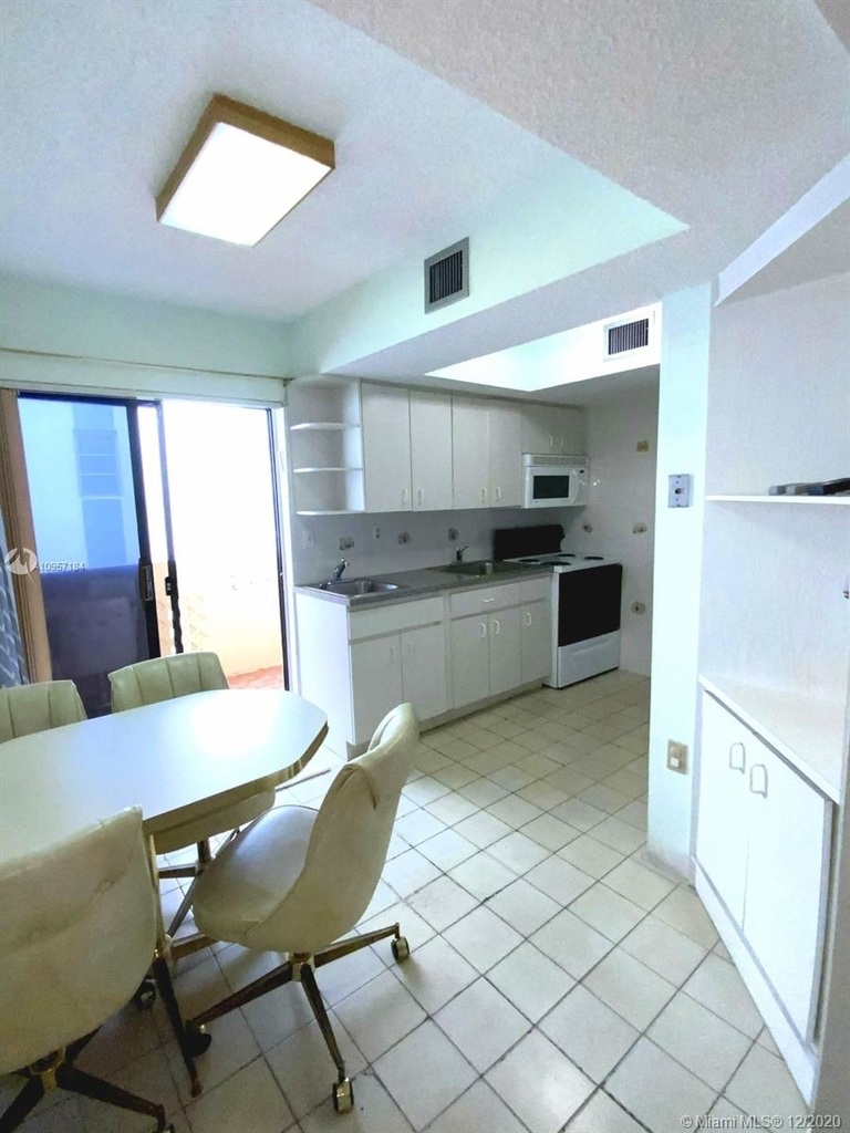 2924 Collins Ave - Photo 23