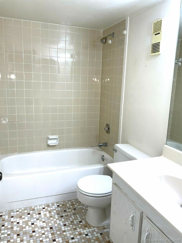 2924 Collins Ave - Photo 33