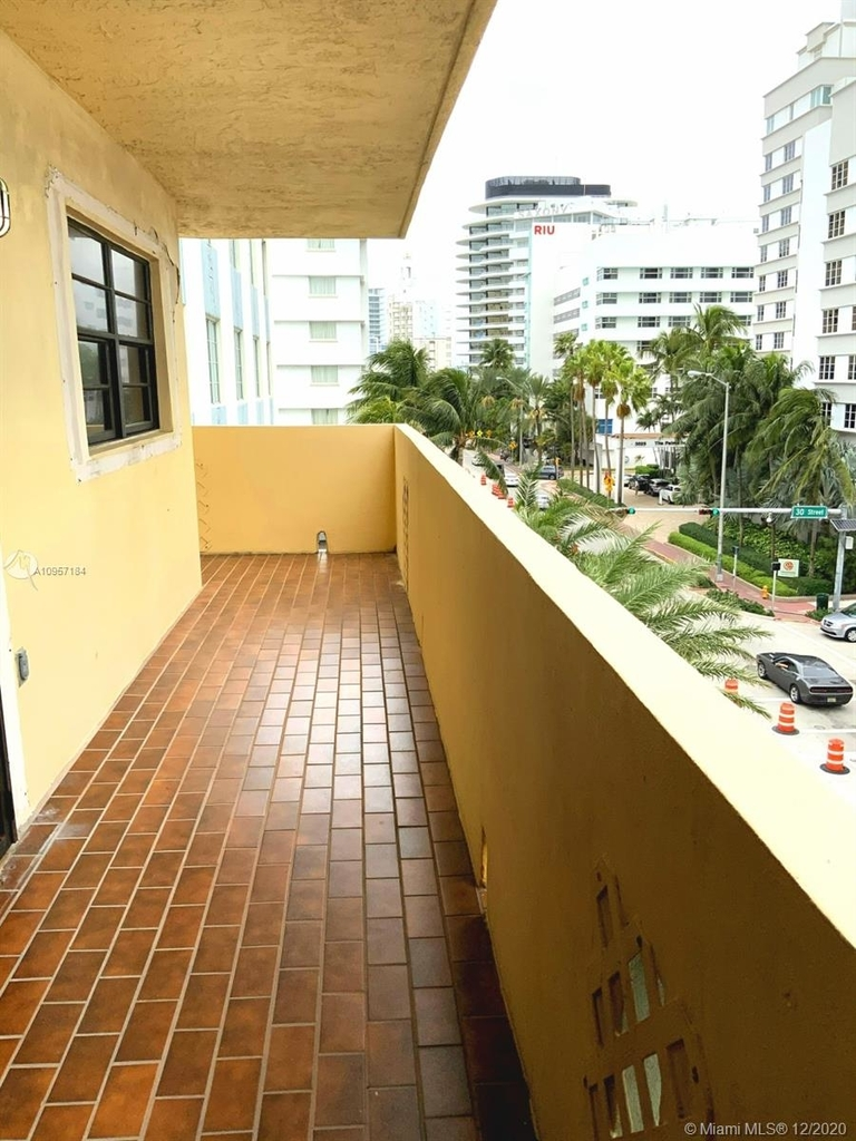 2924 Collins Ave - Photo 16