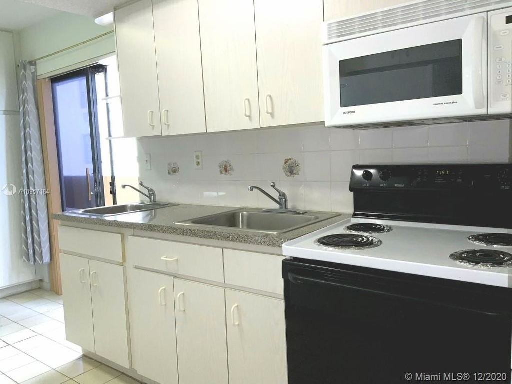 2924 Collins Ave - Photo 31