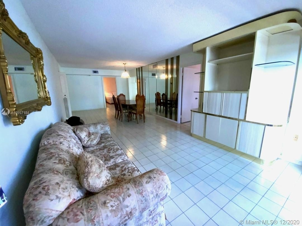 2924 Collins Ave - Photo 11