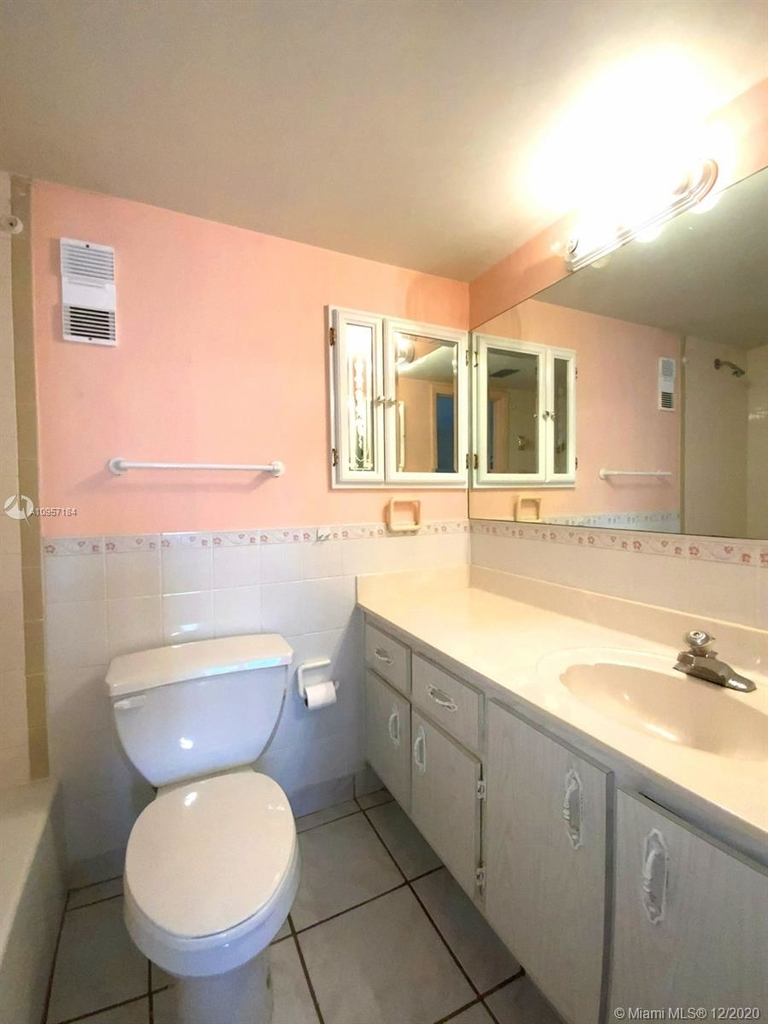 2924 Collins Ave - Photo 44