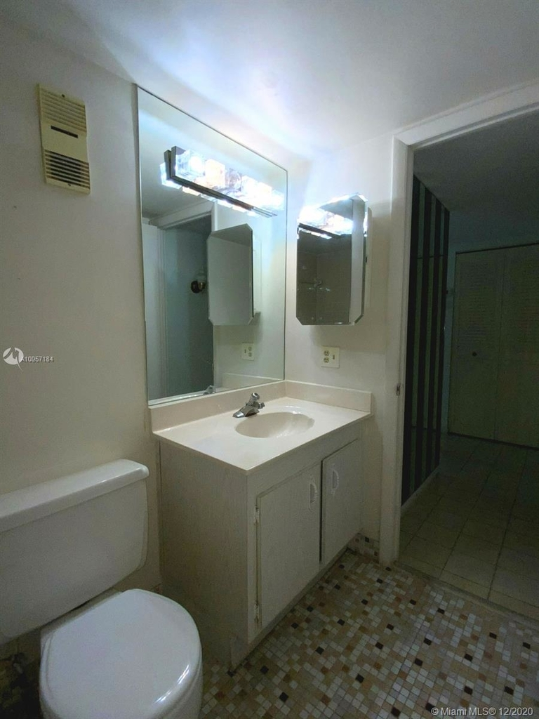 2924 Collins Ave - Photo 34