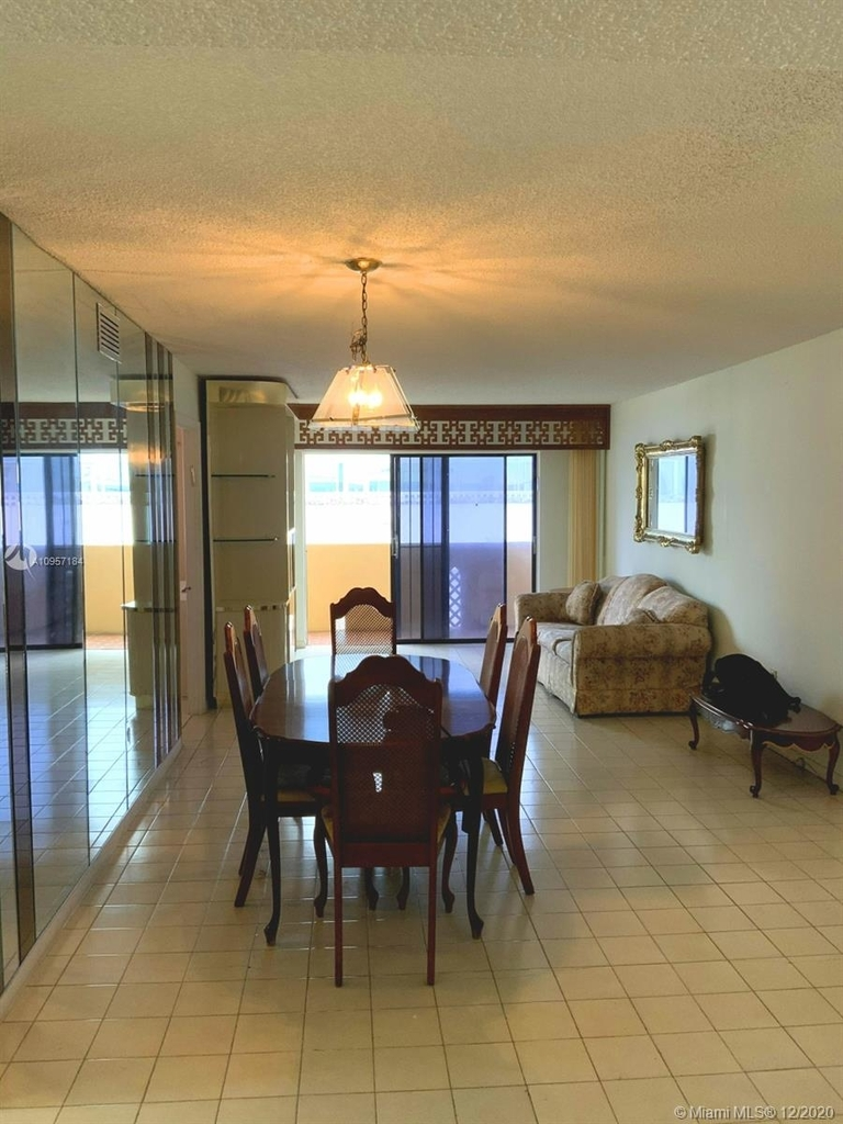 2924 Collins Ave - Photo 10