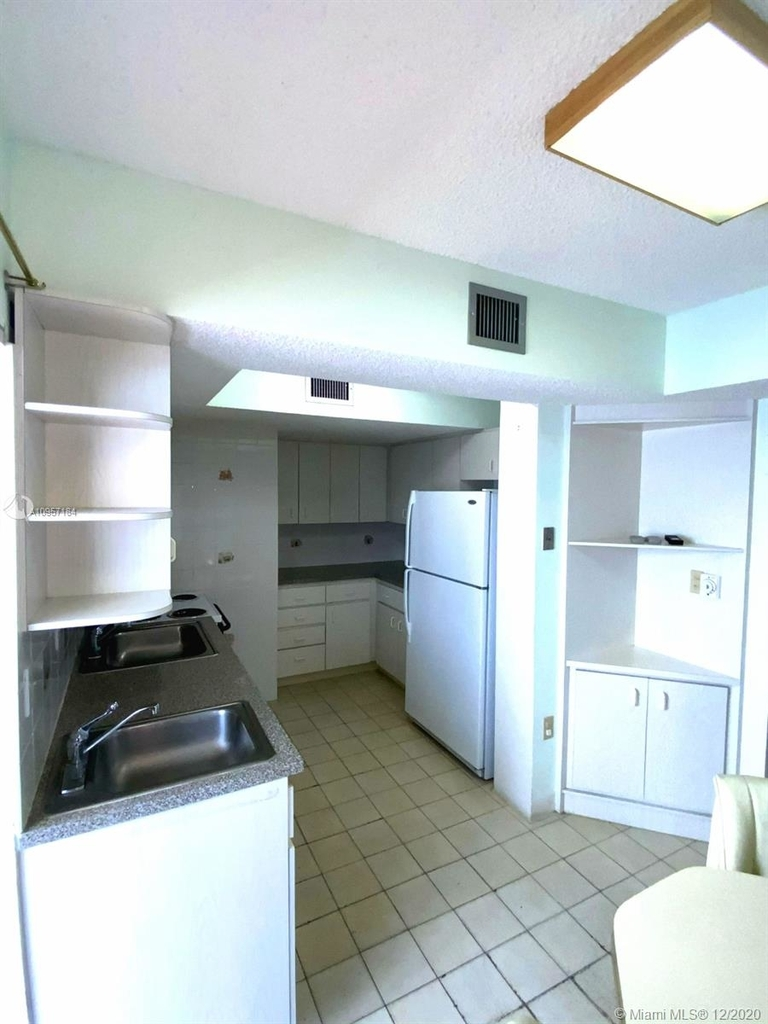 2924 Collins Ave - Photo 26