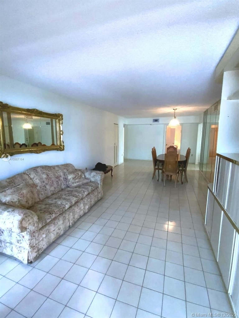 2924 Collins Ave - Photo 15