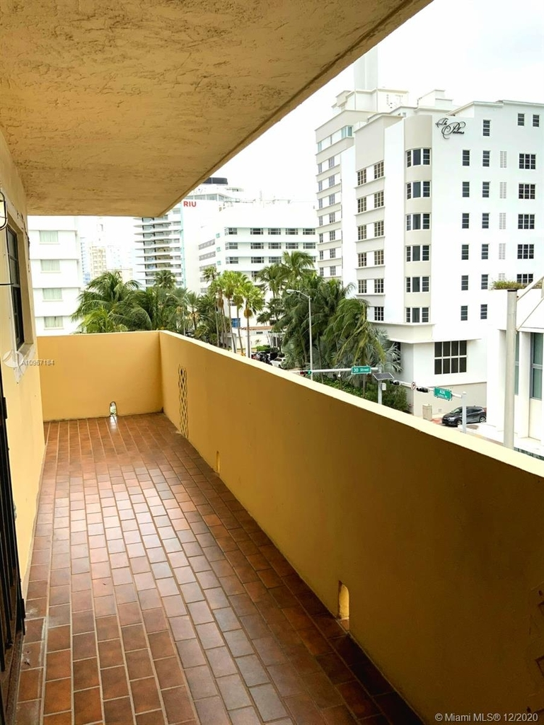 2924 Collins Ave - Photo 20
