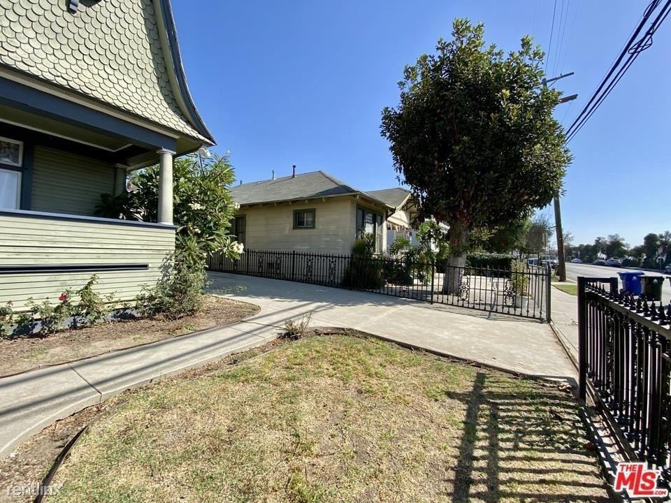1357 Bellevue Ave - Photo 3