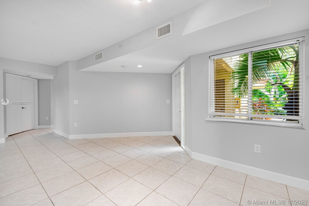 9228 Nw 9th Ct - Photo 6