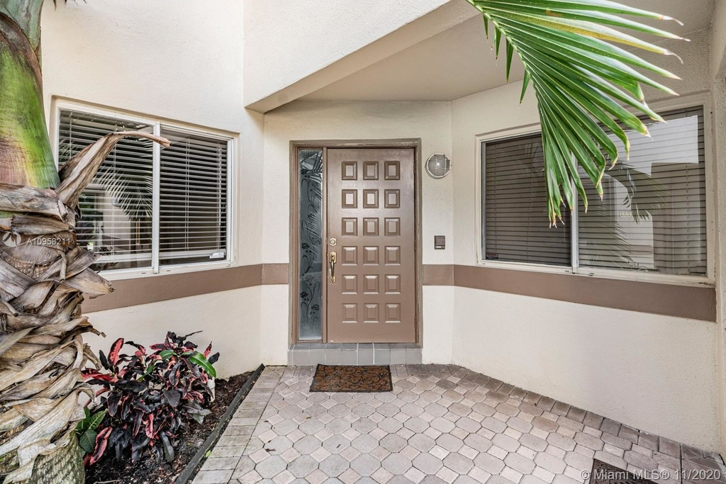 9228 Nw 9th Ct - Photo 3