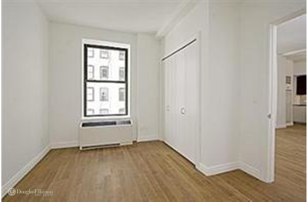 225 Fifth Avenue - Photo 0