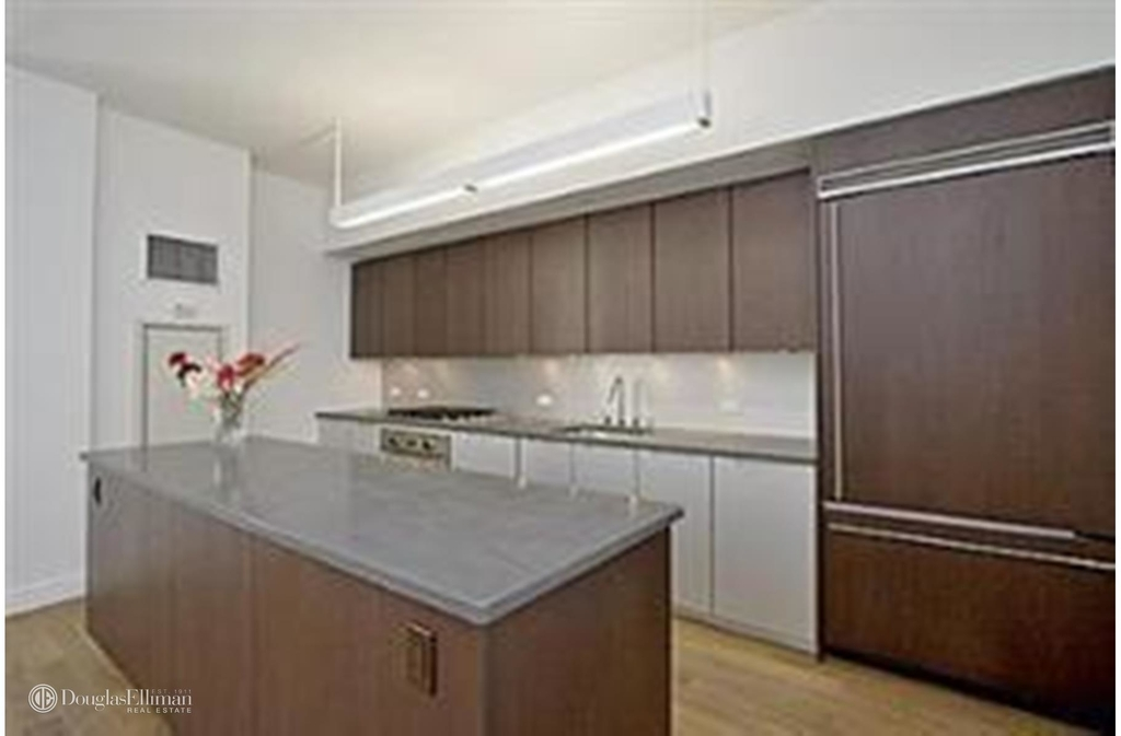225 Fifth Avenue - Photo 1