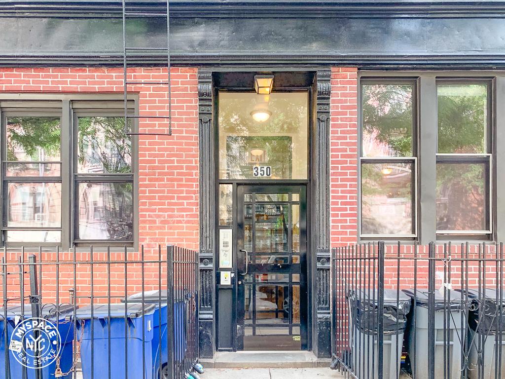 350 Bedford Avenue - Photo 4