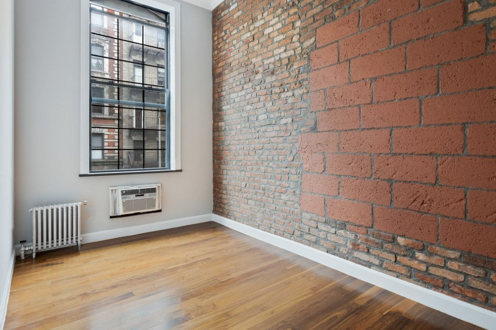 221 East 11th Street - Photo 4