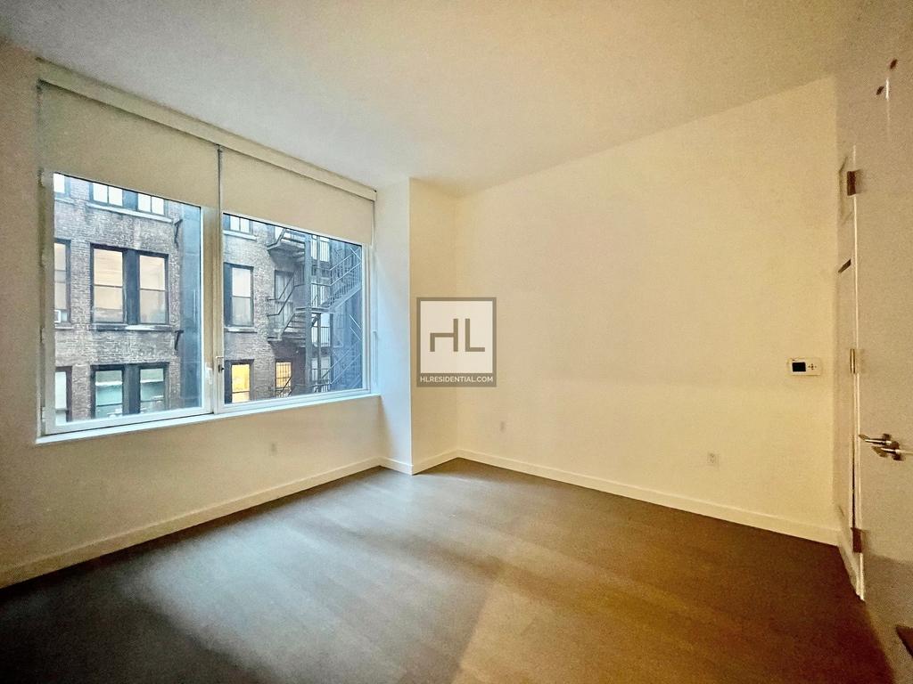 West 33rd Street - Photo 4