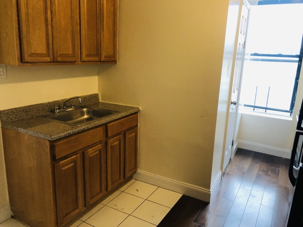 524 East 119th Street - Photo 5