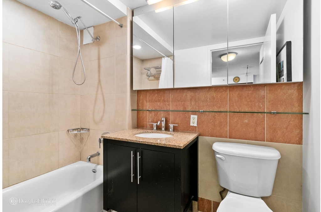 555 West 23rd St - Photo 4