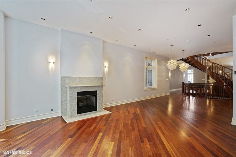550 West Oakdale Avenue - Photo 1