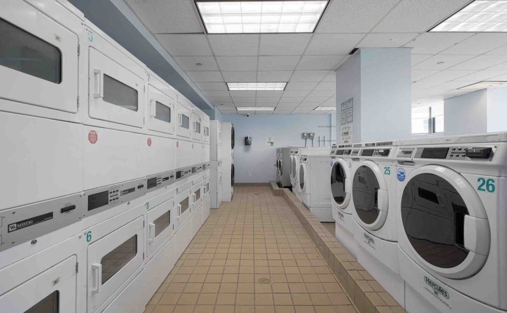 NO FEE! 24 Hour Doorman  GYM  LAUNDRY - West 42nd Street - Photo 11
